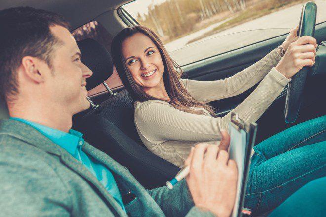Tirar carteira de motorista na Irlanda é um pouco diferente do Brasil. Fonte: Shutterstock