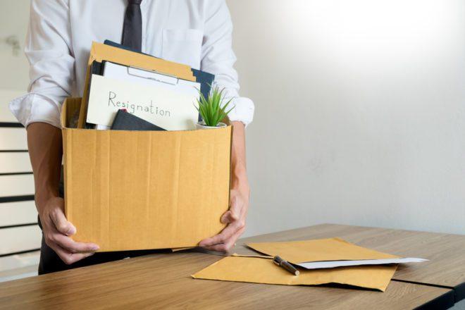 Se pretende pedir demissão avisa a empresa o quanto antes.© Snowingg|Dreamstime.com