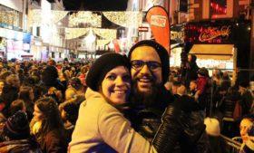 Luzes de Natal sendo acesas na Grafton Street