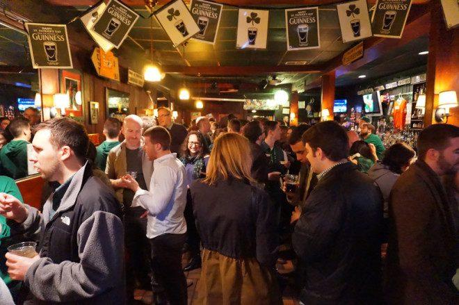 Ano Novo de irlandês também é no pub, mas prepare-se, eles vão estar lotados. © Richard Gunion | Dreamstime.com