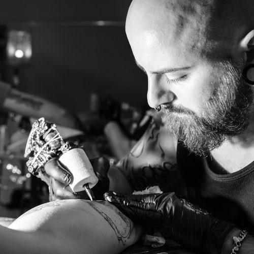 Tatuagens e piercings