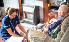 Trabalhe como cuidador(a) de idosos na Irlanda