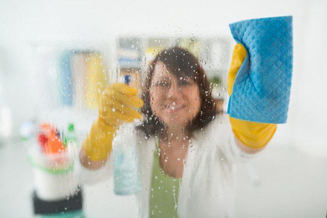 Agilidade e flexibilidade são alguns aspectos do trabalho de cleaner. Crédito Shutterstock