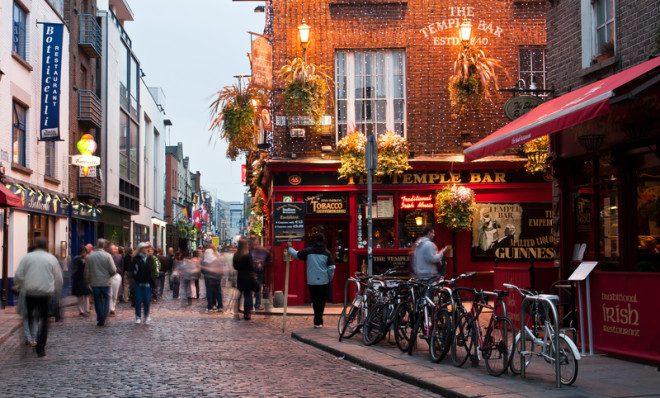 Temple Bar, no coração da capital irlandesa. Foto: Attila Tatár | Dreamstime.com