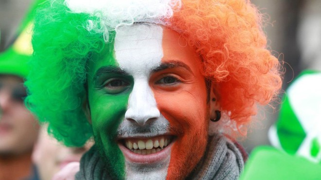 Perucas são bem populares durante comemoações do St. Patrick's Foto: BBC
