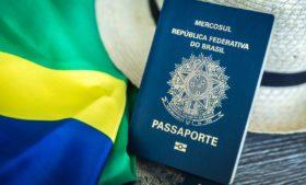 Emissão de passaporte brasileiro é suspensa no Brasil