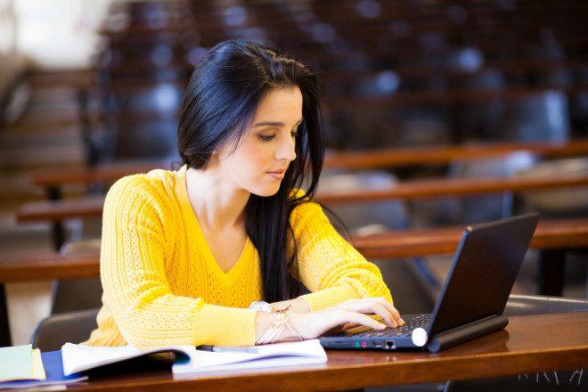 O estudante do EAD é sujeito ativo no processo de aprendizagem. Crédito: Depositphotos/michaeljung