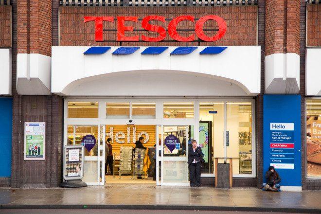 Tesco foi pioneiro ao oferecer o serviço. Imagem: michaelpuche | Depositphotos
