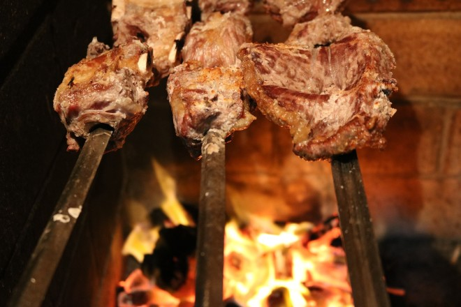 Faça seu churrasco: procure um bom corte tradicional vendido nos mercados de produtos brasileiros. Crédito: pixabay