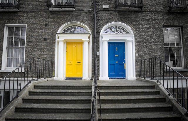 Portas coloridas em Dublin. Foto: Pixabay