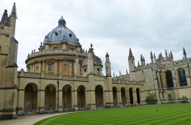 Oxford oferece bolsas de estudos para brasileiros. Crédito Pixabay