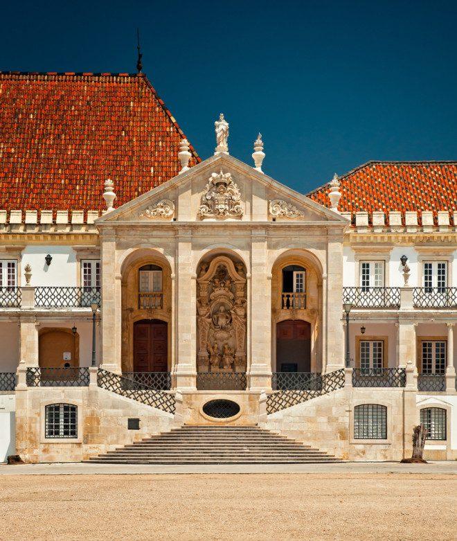 Universidade de Coimbra foi uma das primeiras a ingressarem no programa e disponibiliza mais de 40 cursos. Crédito: depositphotos /Botond