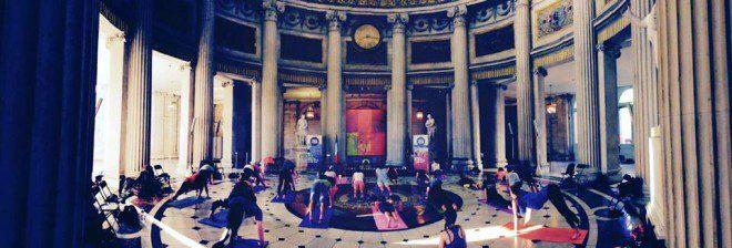 Aula de yoga gratuita em um dos prédios mais clássicos de Dublin. Reprodução: Herritage Week