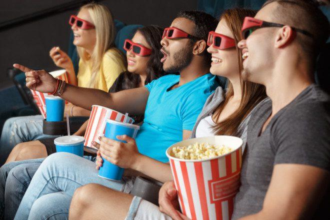 Aquele momento em que você consegue ir ao cinema e entender sem a necessidade de legenda. © Oles Ishchuk | Dreamstime