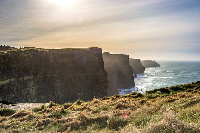 Os Cliffs of Moher ficam a apenas 1h30 da cidade de Galway. Foto: Pixabay