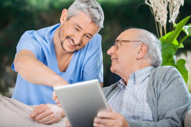 Curso de cuidados com idosos é bastante requisitado por recrutadores. Foto: Tyler Olson|Dreamstime