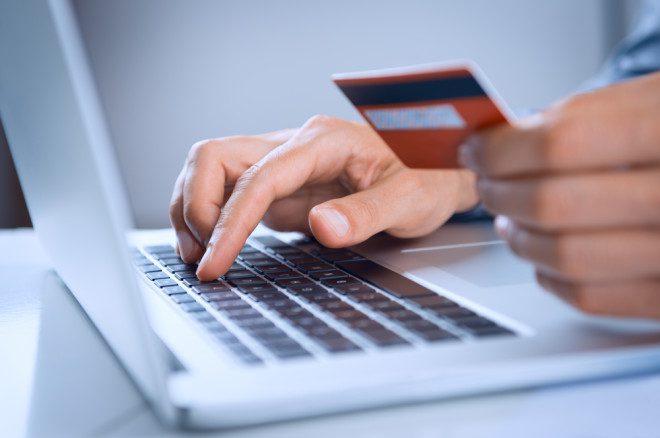 A internet é útil para a pesquisa de preços e compras online com ofertas de passagens aéreas tentadoras. Crédito: Depositphotos/ ridofranz