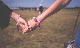 Guia de baladas e site de paquera para lésbicas na Irlanda