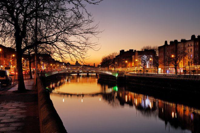 O Rio Liffey é um dos pontos mais fotografados na Irlanda. © Bartkowski | Dreamstime.com