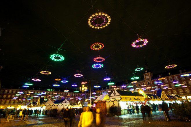 Em Madrid, a decoração natalina é uma das tradições. Crédito: Meinzahn | Dreamstime