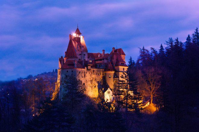 Castelo de Bran é um dos principais pontos turísticos da Romênia. Foto: Serrnovik | Dreamstime