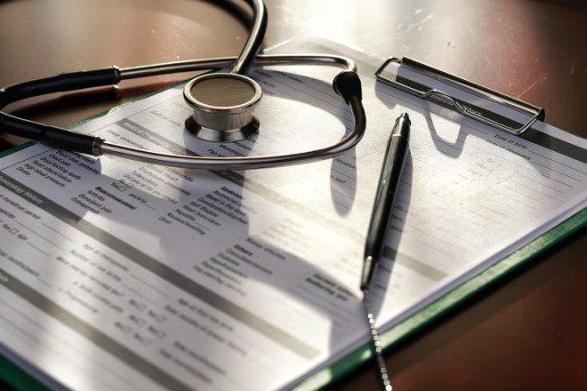 Comprovantes de experiência clínica e estágio devem ser enviadas para o NMBI. Foto: Aleksandr Kichigin | Dreamstime
