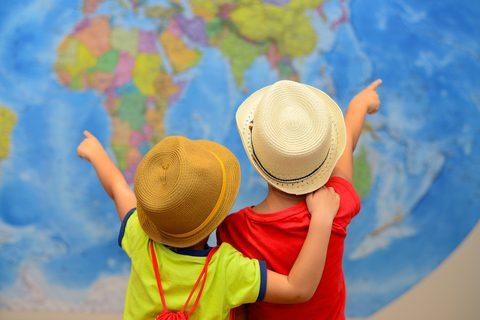 Explorando o mundo com os filhos Crédito: Inna Zhukova|Dreamstime