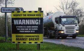 Acordo prevê manter aberta fronteira entre Irlanda e Irlanda do Norte