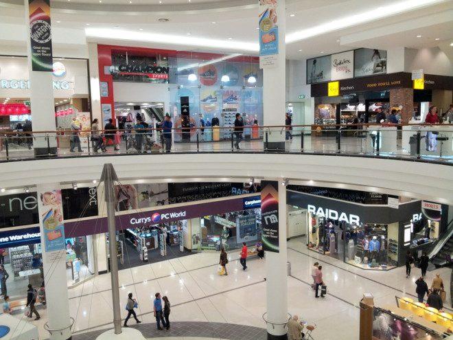 Lojas e shopping também fecham mais cedo na véspera de Natal. Foto: Valentina C | Dreamstime