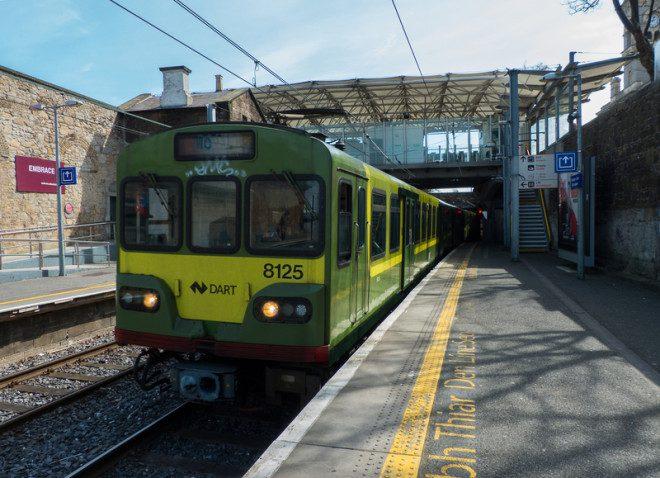 Trens do Dart também funcionam na noite de Réveillon atendendo algumas estações. Foto: Michael Harper | Dreamstime