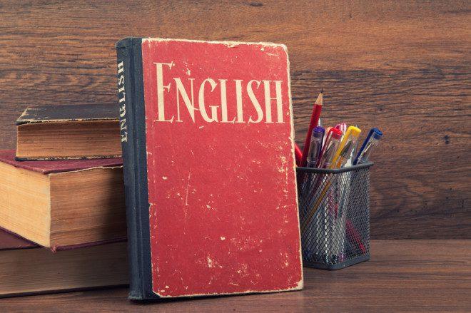 Resgate aqueles livros antigos de suas ex-escolas de inglês e reforce a gramática e o vocabulário antes de embarcar para o intercâmbio. Foto: Spaxia/Dreamstime