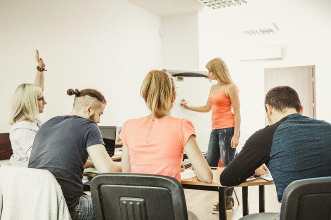 Estudantes acabam encontrando afinidades na sala de aula por conta do mesmo objetivo de aprender inglÊs Foto: Voyagerix/Dreamstime