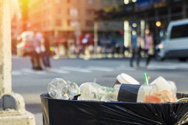 Lixo nas ruas fora do horário e dias corretos pode gerar multa. Foto: Traviswolf/Dreamstime