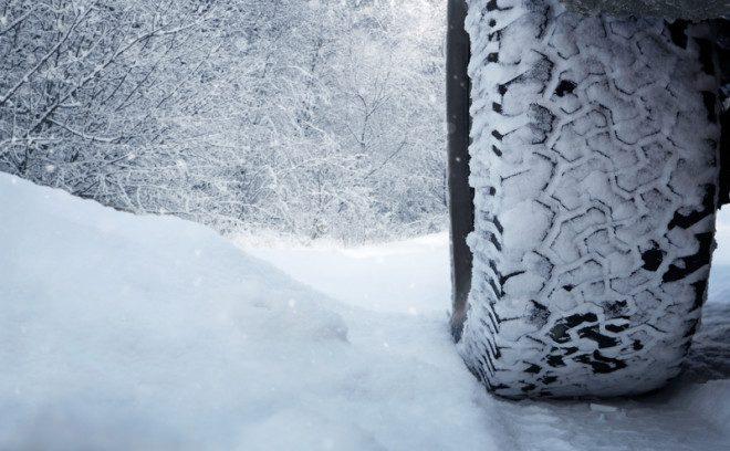 Dirigir na neve pode aumentar risco de acidentes. Evite. © Rangizzz | Dreamstime.com