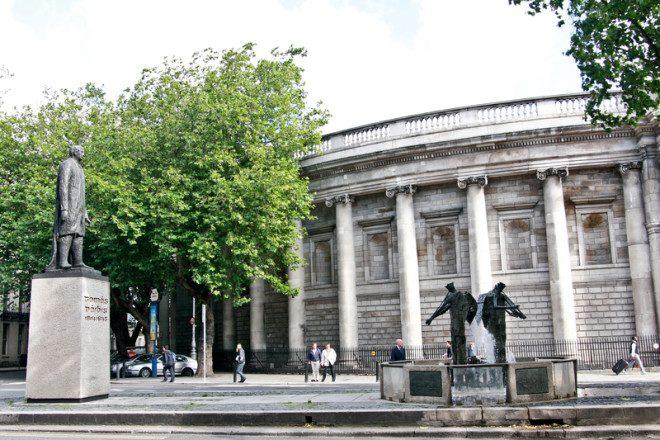 Estátuas espalhadas pela cidade ganham 'fala' em programa do governo irlandês. Foto: Miruna Niculescu