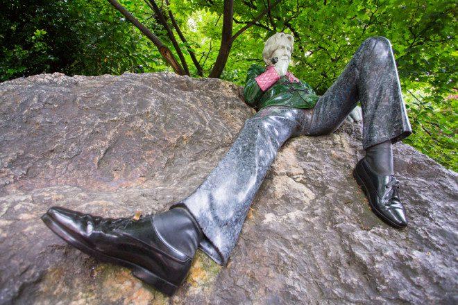 Texto para estátua do escritor irlandês Oscar Wild, localizada na Merrion Square North, é narrado pelo ator Andrew Scott. Foto: David Soanes