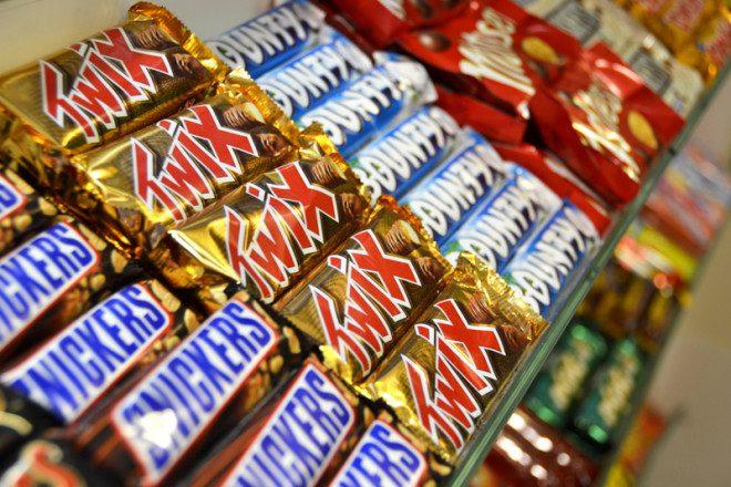 Os chocolates com preços baixos são tentadores na rotina do intercambista © Toniguetta | Dreamstime.com