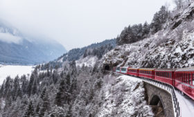 Viaje para os Alpes Suíços a bordo do trem Glacier Express