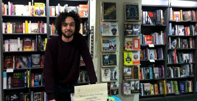 Rodrigo Ferreira há quatro anos em Dublin compartilha sua paixão pela leitura. Arquivo Pessoal