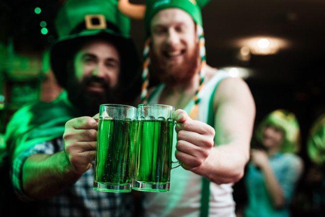 Para celebrar o Saint Patrick's Day use algo verde e brinde muito. Foto: Vadimgozhda | Dreamstime