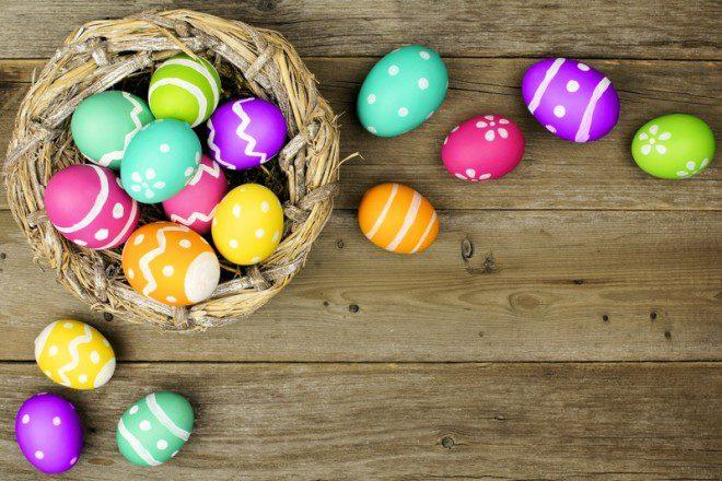 Famílias tem costume de pintar ovos para celebrar a data. Foto: Jennifer Barrow | Dreamstime