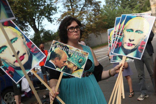 """Protestos em 2013 na República Tcheca, que faz parte da Rússia, contra a lei de proibição da """"propaganda gay"""". Foto: Wrangel/Dreamstime"""