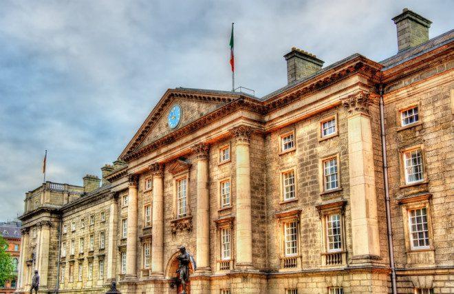 Entrada da Trinity College em Dublin - Irlanda. Foto: Depositphotos