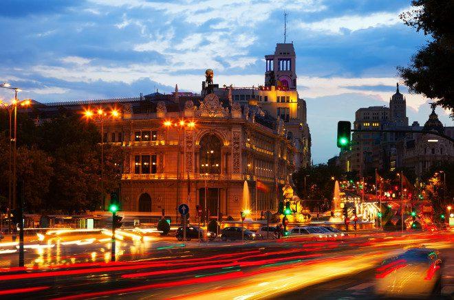 Madrid é um dos destinos que você pode conhecer com o Skyscanner. Foto: Freepik