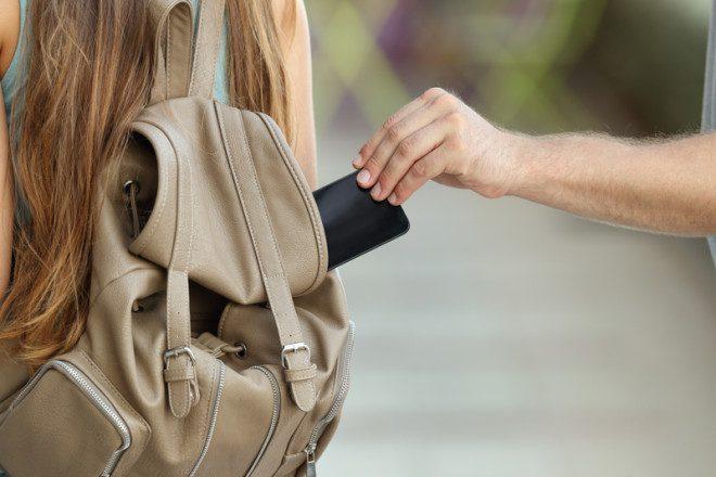 Celulares e carteiras são os principais itens roubados ou furtados em Dublin, mas outros objetos como óculos e bicicletas também chamam a atenção dos criminosos. Foto: Antonio Guillem/Dreamstime