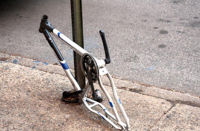 Imagens como esta podem ser vistas diariamente pelas ruas de Dublin: criminosos roubam peças de bicicleta para vender. Foto: Aleksandar Varbenov/Dreamstime