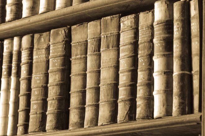Livros antigos na biblioteca da Trinity. Foto: Depositphotos