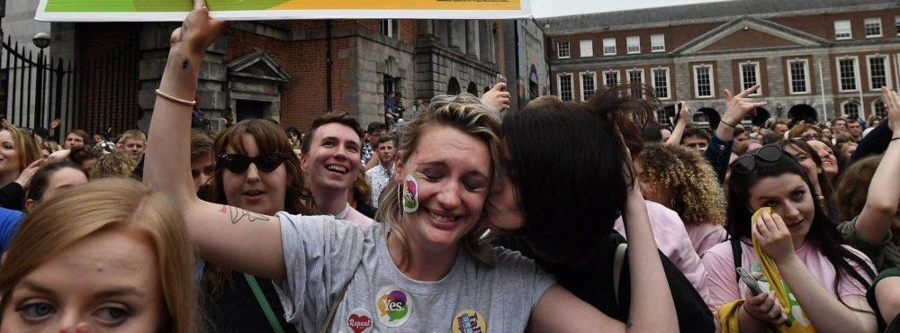 Irlanda aprova legalização do aborto em referendo
