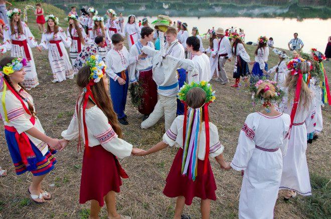Cirandas, assim como quadrilhas, são parte importante de diversas celebrações pela Europa. Foto: Agusyonok/Dreamstime