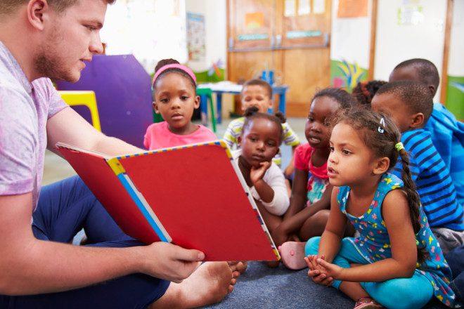 Trabalho voluntário, mais contato com a língua. © Monkey Business Images | Dreamstime.com